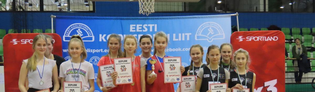 Otepää Gümnaasiumi 6.b klassi tüdrukud on Valgamaa meistrid 3×3 korvpallis